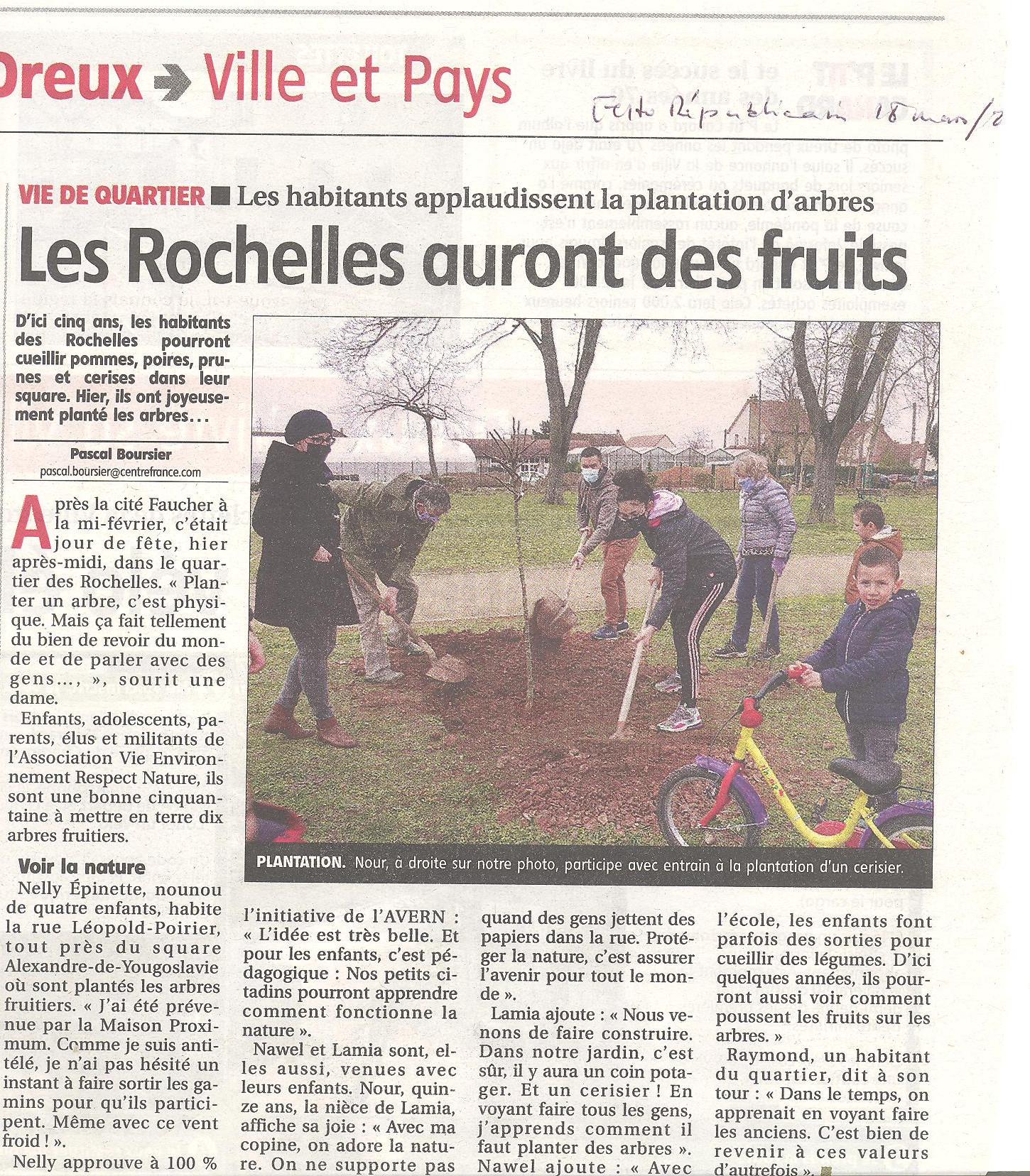 Plantation d'arbres fruitiers aux Rochelles